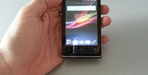 Na testu: Sony Xperia E (Unboxing video)