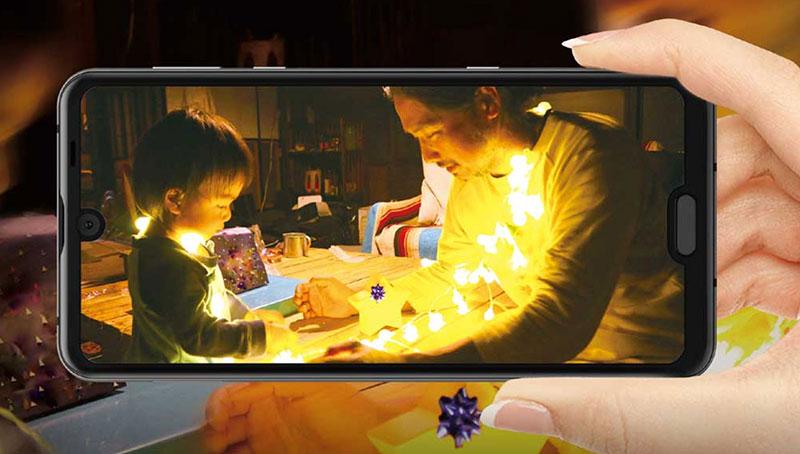 Novi Sharp telefon ima zaslon s dva notcha i 120Hz osvježenjem