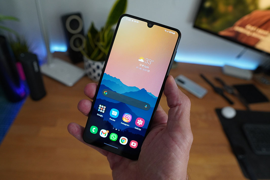 Galaxy A22 recenzija zaslon